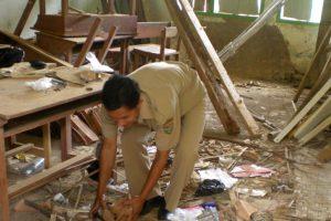 Membangun Tugu Rp 1,4 Miliar Bisa, Sekolah Rusak Diabaikan
